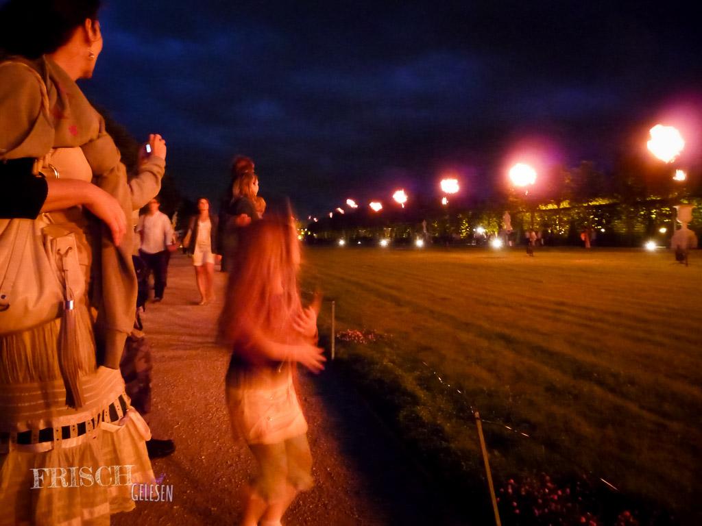 Viele Menschen, aber der Schlosspark von Versailles ist ja gross genug