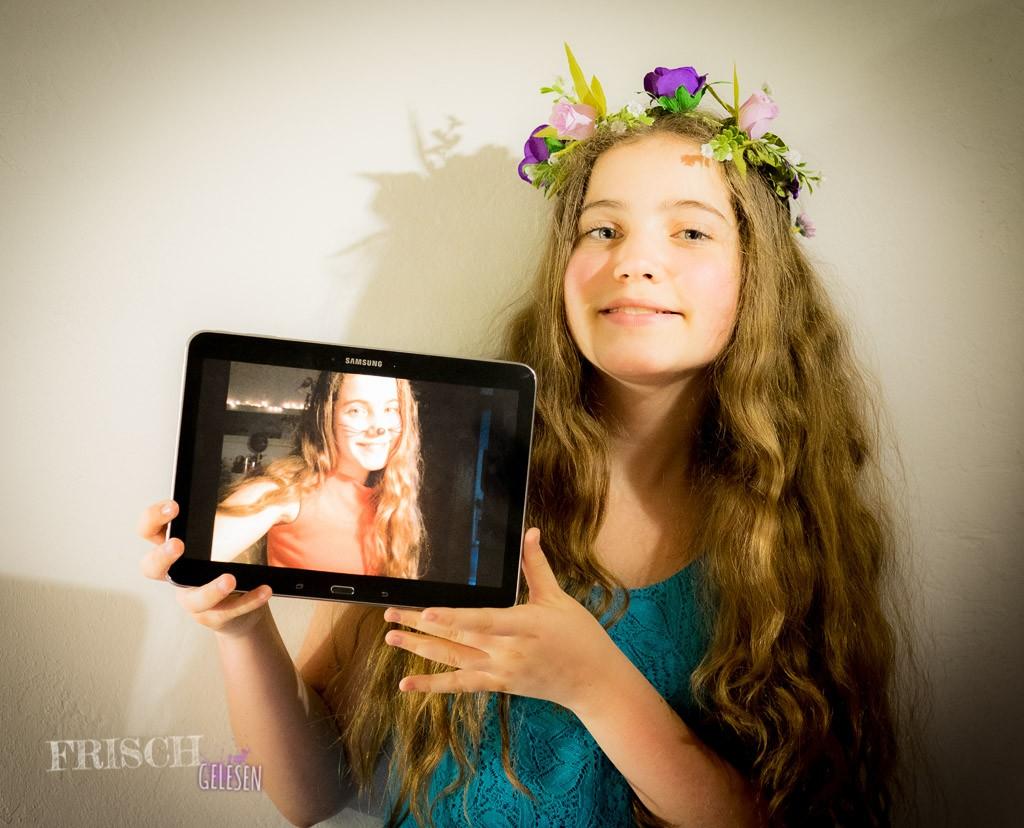 Dieses coole Samsung Tablet habe ich beim Girl's Day Wettbewerb 2015 gewonnen und das erste Selfie darauf gibt es natürlich auch noch.