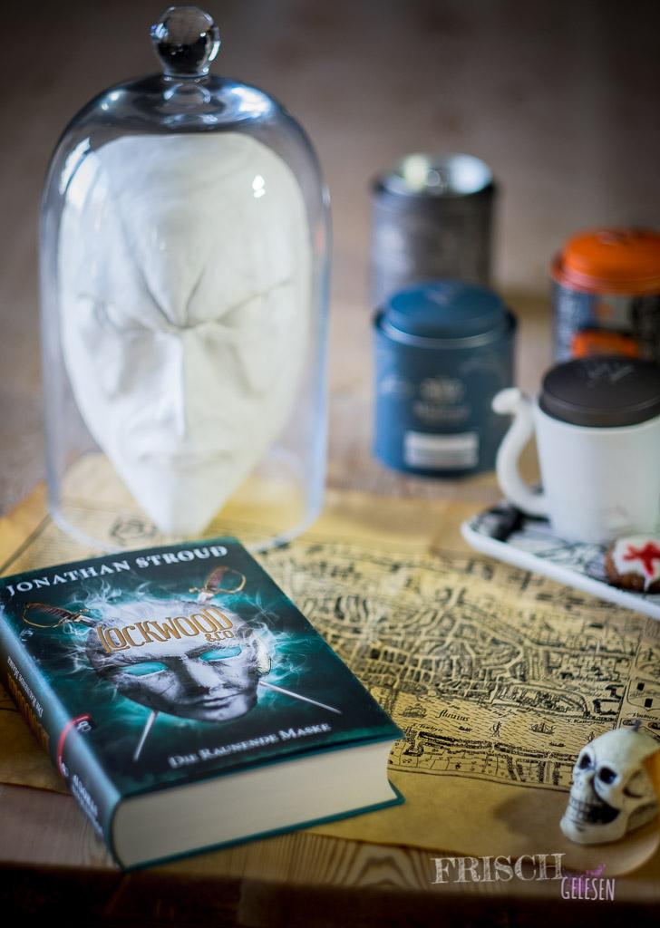 """""""Die raunende Maske"""" hatte ich jetzt nicht, aber """"blutige Kekse"""" und Tee passen auf jeden Fall zu Lockwood&Co."""