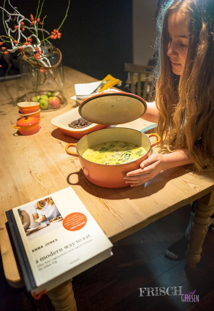 """Super lecker die Kokosbrühe von Anna Jones und """"a modern way to eat"""" für verschnupfte Mamis"""