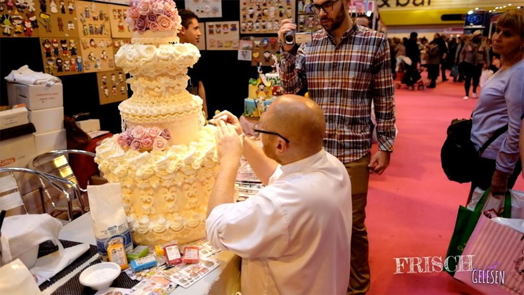 An vielen Messeständen konnte man live dabei sein und zusehen, wie die Kuchenkunstwerke entstehen bzw. verziert werden.