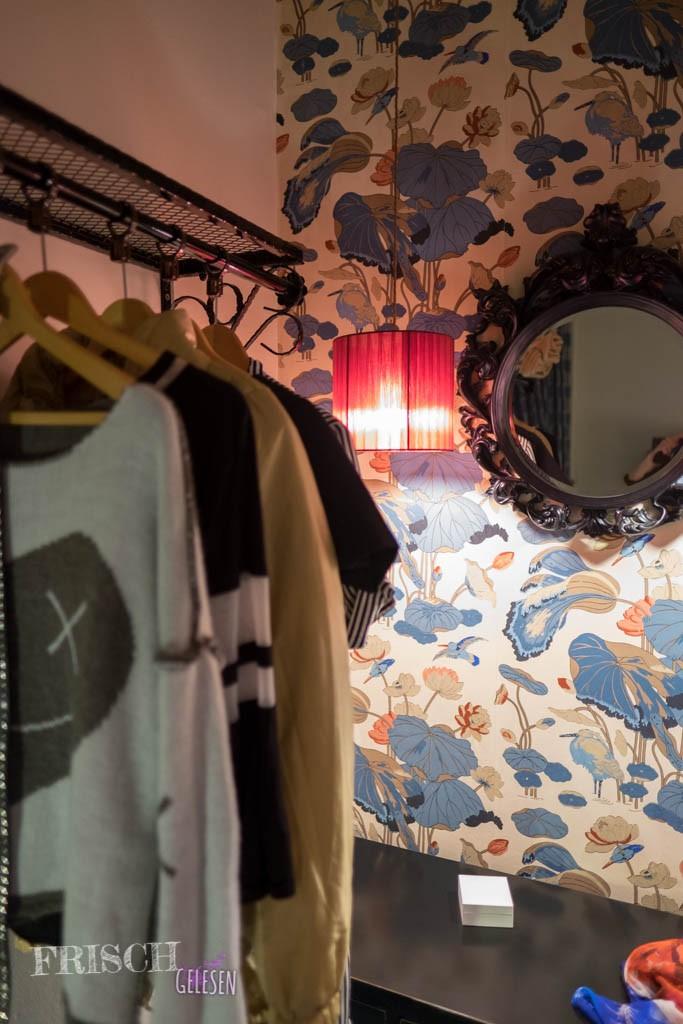 """Was für uns Modemädchen wichtig ist: Es gab ausreichend Unterbringungsmöglichkeiten für unsere Garderobe im """"Blue Piano"""""""