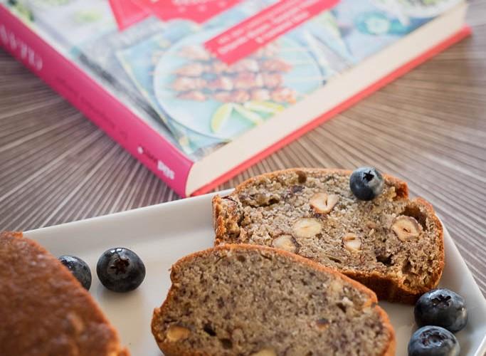 """Im Buch """"Clean Eating"""" stand, man könne das Bananenbrot auch einfrieren. War bei uns nicht nötig, wurde sofort aufgegessen."""