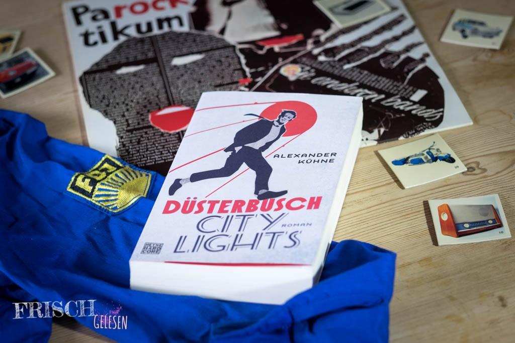 """Wer hat, sollte beim Lesen des Buches """"Düsterbusch City Light's"""" ein FDJ Hemd anziehen und die AMIGA-Scheibe """"Parocktikum - Die anderen Bands"""" auflegen"""