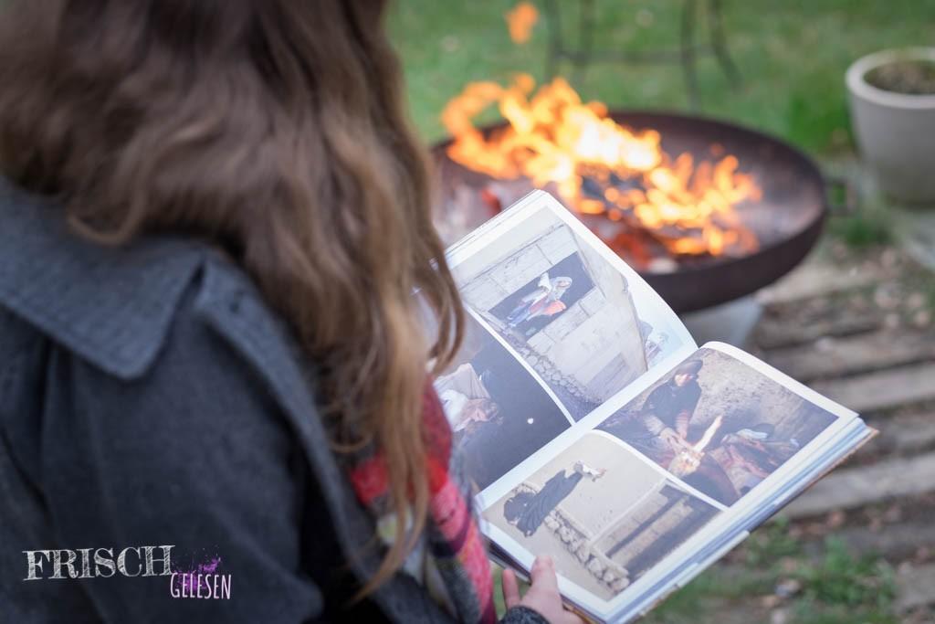 """Am Feuertopf macht es ganz besonders Spass """"The Bread Exchange"""" anzuschauen und sich gegenseitig die Geschichten vorzulesen."""