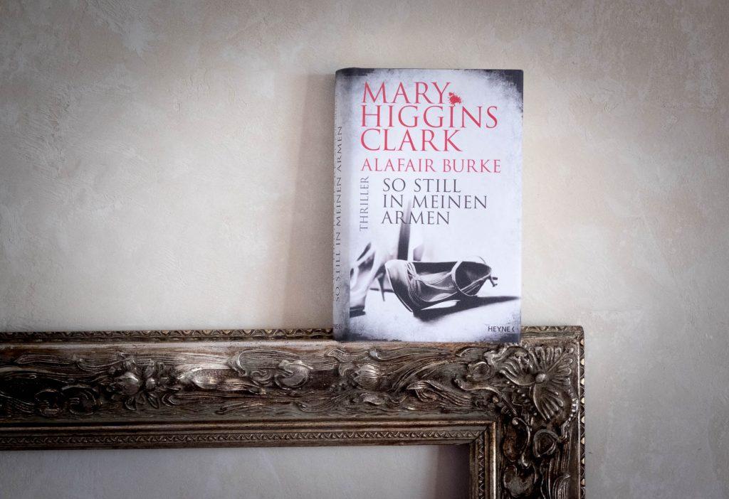 """""""So still in meinen Armen"""" von Mary Higgins Clark und Alafair Burke"""