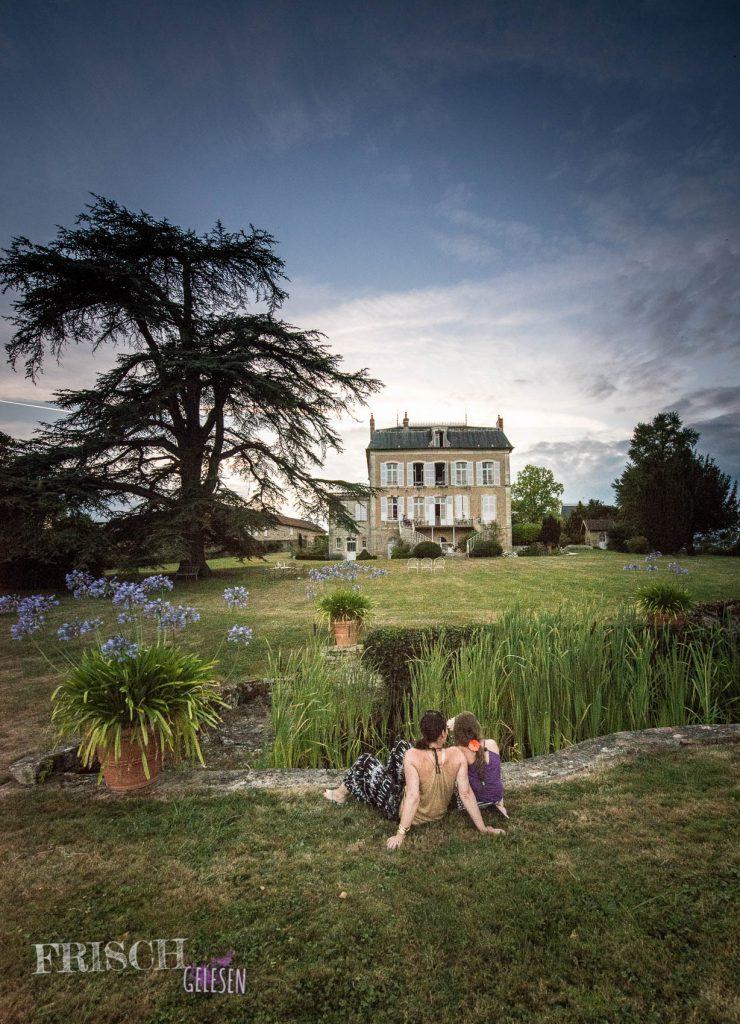 """Das ist neben Paris eines unserer Lieblingsziele in Frankreich, die """"Villa des Pres"""" im Burgund. Da waren meine Eltern bereits, als ich noch nicht auf der Welt war, aber hier bin ich schon dabei, wie ihr seht. Es ist wunderschön dort."""