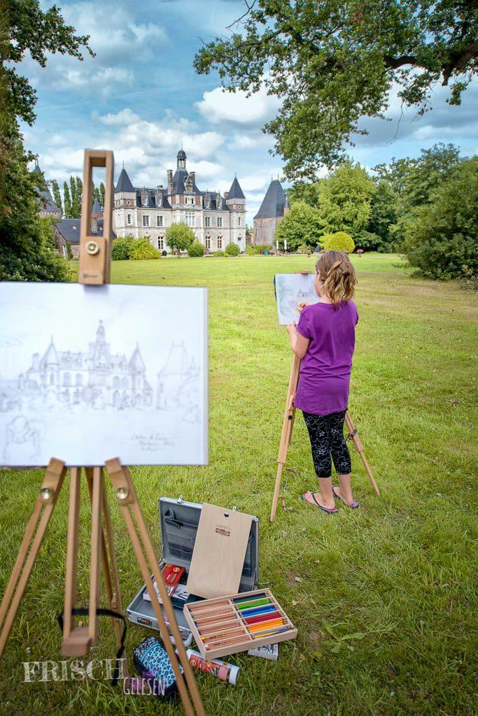 Auch eine schöne Beschäftigung im Sommer: Malen mit Staffelei. Das hier ist wieder in Frankreich und wir haben in diesem Schloss gewohnt.