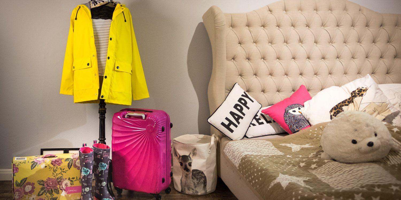 Vor Hamburg habe ich mein Zimmer gar nicht mehr so ordentlich aufgeräumt. Sorry Mami! Aber Frisennerz und linker Koffer sind wieder dabei. ;)