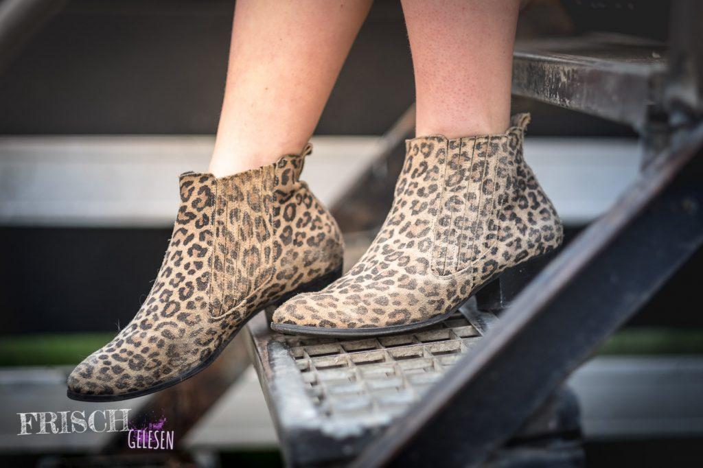 Auffallende Schuhe sind besonders zu schlichteren Outfits ein Hingucker.