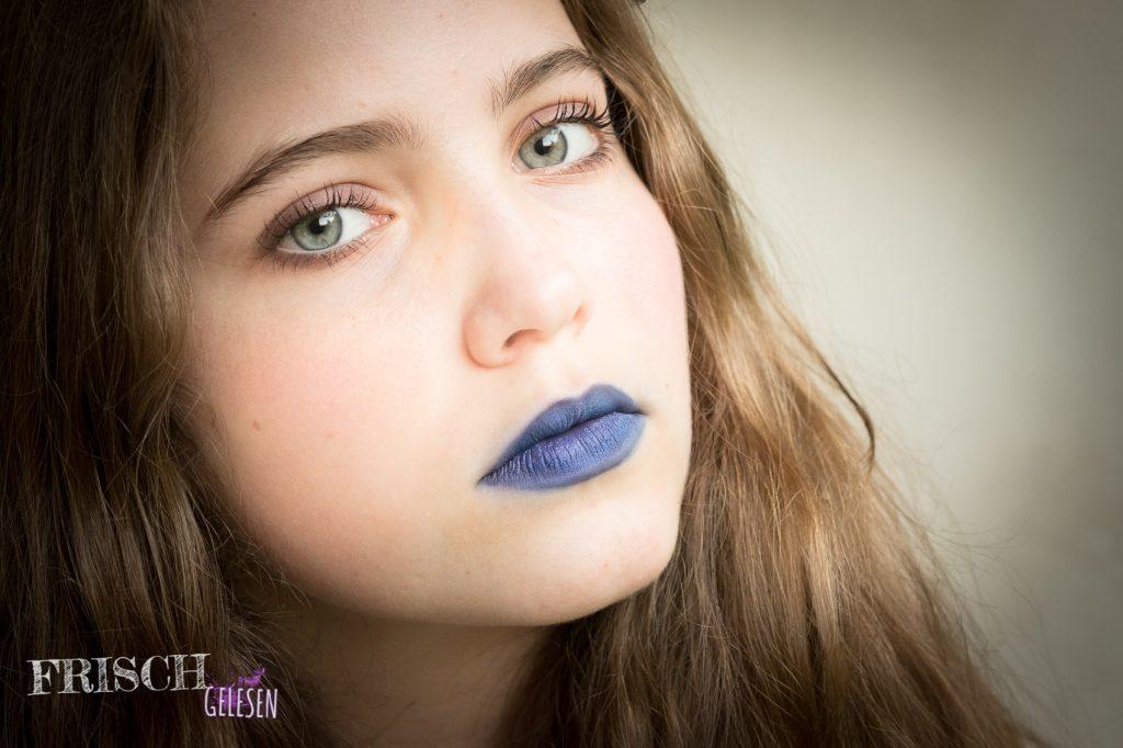 Zumindest werde ich in der Schule immer gefragt, ob schon Halloween ist, wenn ich meinen Dior Lippenstift trage. ;)