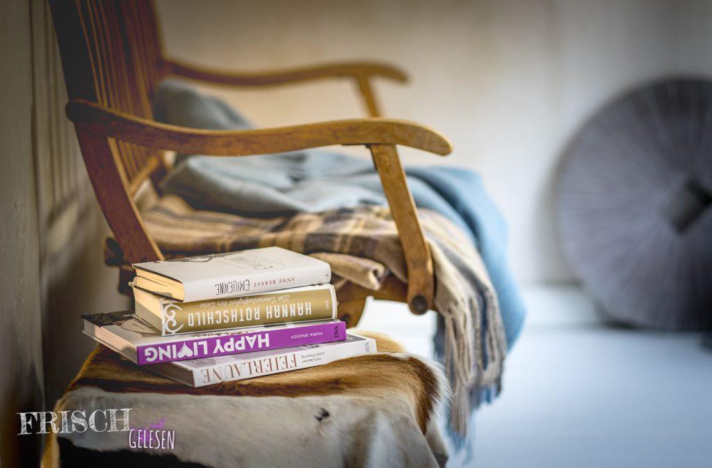 Bücher liegen bei uns immer griffbereit. Überall! Sie sind nicht nur Lieblinge im Oktober, sie sind Ganzjahres-Lieblinge.