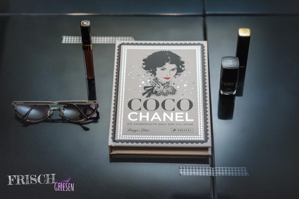"""Da ist auch mein Lippenstift, """"Rouge Noir"""" von Chanel. Den werde ich in Ehren halten, das könnt ihr mir glauben."""