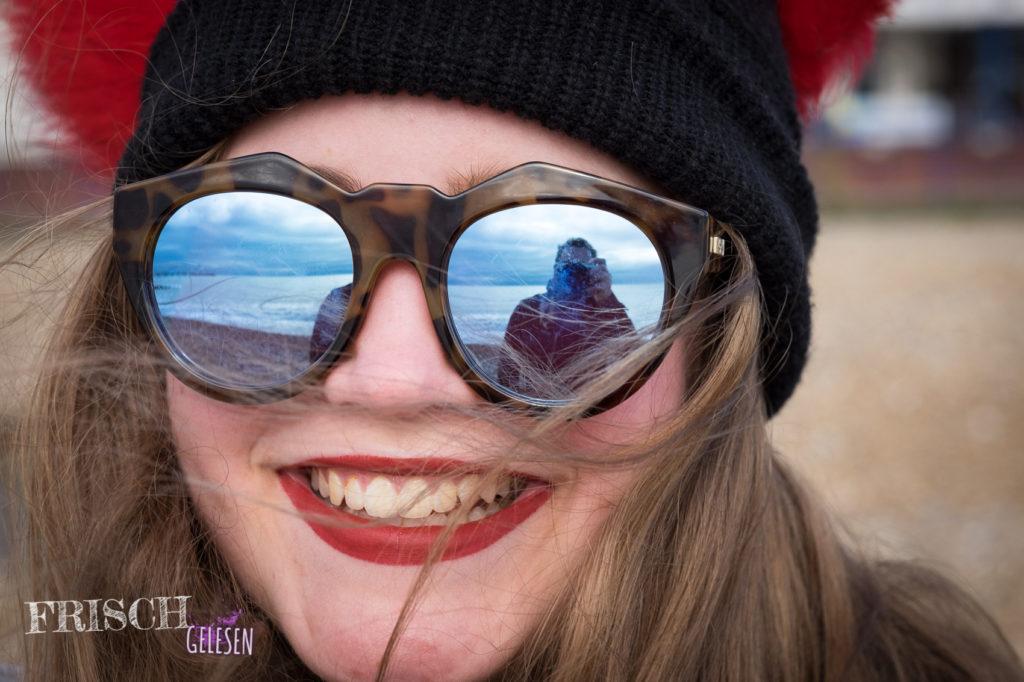 Oh, Papi ist auch mit drauf! Schaut in meine Le Specs Sonnenbrille! Hallo Papi!