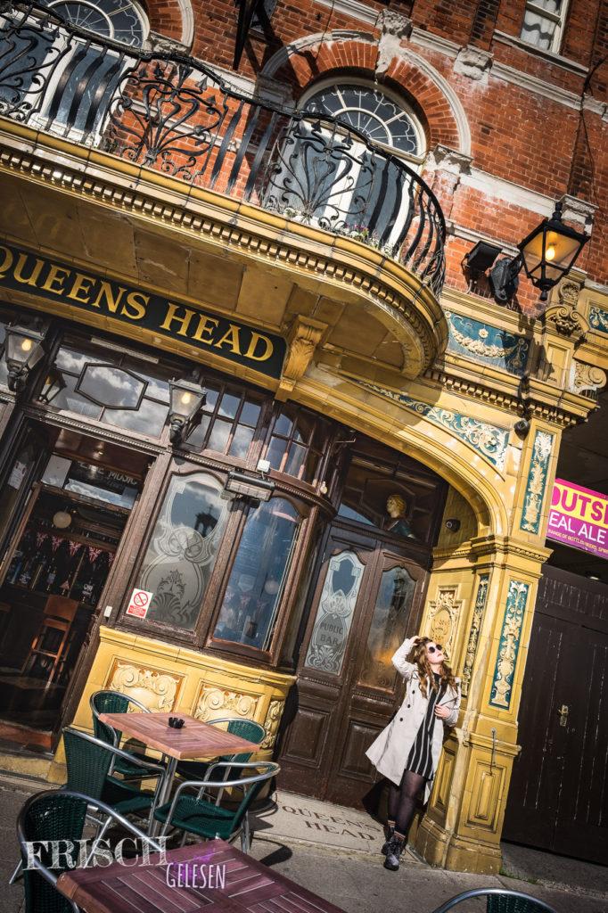 """Vor dem """"Queens Head"""" Pub in Ramsgate hatte ich natürlich nur sonnige Gedanken. :)"""