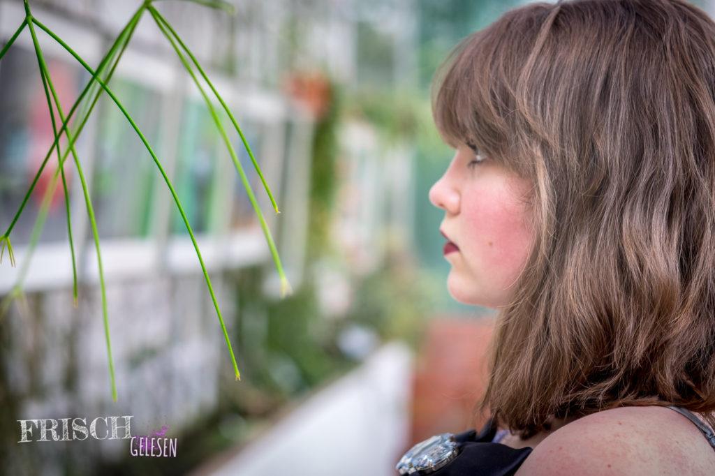 Klar, gibt es Momente, wo ich mir dann wieder längere Haare wünsche... Aber die hatte ich mit langen Haaren ja auch, nur dass es da der Wunsch nach kurzen Haaren war. ;)w